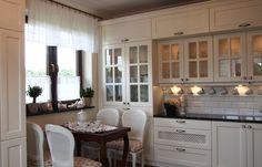 Znalezione obrazy dla zapytania kuchnia w stylu angielskim Kitchen Cabinets, Home Decor, Decoration Home, Room Decor, Cabinets, Home Interior Design, Dressers, Home Decoration, Kitchen Cupboards