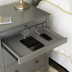 Easy and Clever DIY Charging Station Ideas Sidney Side Table with Charging Station Item Home Office Design, Home Interior Design, Office Style, Home Bedroom, Bedroom Decor, Gray Room Decor, Side Tables Bedroom, Bedside Tables, Küchen Design