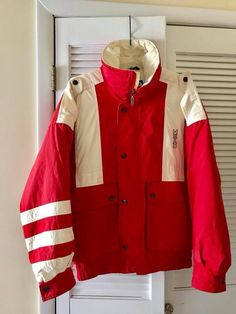 Small spot on collar and back of jacket. Gore Tex Jacket, Rain Jacket, Vintage Ski Jacket, Blue Coats, Men's Coats And Jackets, Vintage Men, Fashion Vintage, Skiing, Red And White