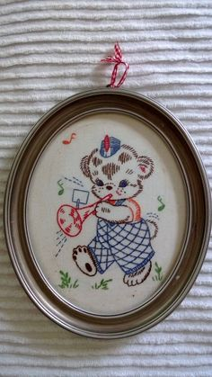 Vintage 1950's Oval Wood Frame Hand by CindysCozyClutter on Etsy, $19.99