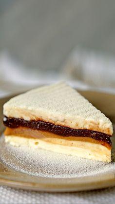 Nutella and Nest Milk Ice Cream Pie - Tortas Geladas - Pumpkin Recipes, Cookie Recipes, Snack Recipes, Dessert Recipes, Snacks, Cheesecake Desserts, Sopapilla Cheesecake, Blueberry Cheesecake, Easy Desserts