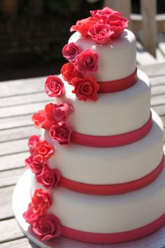 Ice cream wedding cake pink red roses IJssalon de Hoop