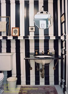 Nautical Home design and decoration Bold Stripes, Black White Stripes, Black And White, Vertical Stripes, Navy Blue, Plain Black, White Gold, Bathroom Inspiration, Interior Inspiration