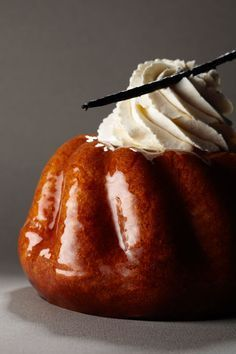 Rum Baba w/ crystallised pineapple Desserts Français, French Desserts, Dessert Recipes, Chefs, Bistro Food, Cooking Chef, French Pastries, Creative Cakes, I Love Food