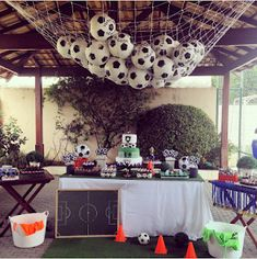 veja 18 ideias para a festa - Birthday FM : Home of Birtday Inspirations, Wishes, DIY, Music & Ideas Soccer Birthday Parties, Football Birthday, Soccer Party, Sports Party, Birthday Party Themes, Boy Birthday, Barcelona Party, Soccer Banquet, Disco Party