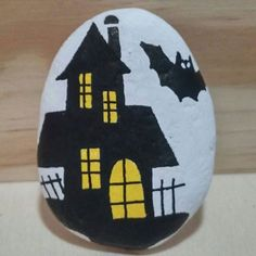 Rock Painting Ideas that will inspire you to start creating! Don't be intimidated by all the rocks you see. Painted Rock Ideas are perfect for beginners! Painted Pavers, Painted River Rocks, Hand Painted Rocks, Painted Stones, Pebble Painting, Pebble Art, Stone Painting, Painting Art, Rock Painting Ideas Easy