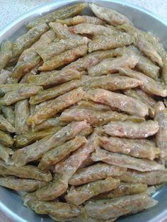 Lahana sarmasının zeytinyağlı olarak yapıldığı yemek tarifidir. Oldukça lezzetli ve pratik zeytinyağlı lahana sarması tarifini bulacaksınız.