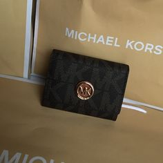 Michael Kors Wallet Authentic Michael Kors mini Wallet ❤️❤️❤️ Michael Kors Bags Wallets