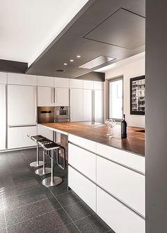BRANDO concept  | Cucina con penisola piano effetto corten laccata bianca minimal design kitchen