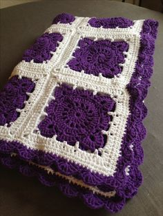 Crochet baby blanket Willow square.