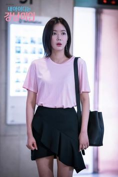 to Achieve Im Soo-hyang's Youthful Style in My ID is Gangnam Beauty My ID is Gangnam Beauty - Im SoohyangMy ID is Gangnam Beauty - Im Soohyang Kpop Outfits, Korean Outfits, Fashion Outfits, Star Fashion, Look Fashion, Fashion Beauty, Beauty Style, Korean Celebrities, Celebs