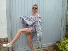 Porter sans souci la robe qui virevolte avec un short assorti , super idée !