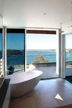 Image 5 of 25 from gallery of Kangaroo Point House / DMJ Design Studio. Photograph by IMAGEination & C. Home Interior, Interior Design, Beach Bathrooms, Modern Bathrooms, Amazing Buildings, Art Of Living, Home Design, Design Ideas, Luxury Real Estate