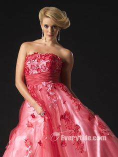 Wholesale Elegant Ball Gown Strapless Organza Red Quinceanera Dress