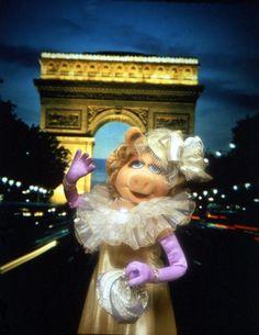 Miss Piggy Porc d'Triumphe Miss Piggy Muppets, Kermit And Miss Piggy, Kermit The Frog, Danbo, Jim Henson, Pepe Le Pew, The Muppet Show, Famous Cartoons, This Little Piggy