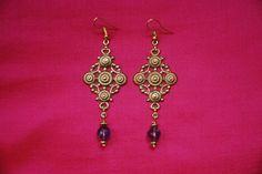 """Boucles d'oreille """"samarkand"""" : estampes métal couleur doré travaillées perles améthystes à facettes en breloques petites perles dorées : Boucles d'oreille par lericheattirail"""