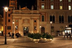 PRIMAVERA planters in Roma, piazza San Silvestro.#Bellitalia #marble street furniture