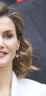 Doña Letizia wearing cultured freshwater pearl drop earrings from TOUS.