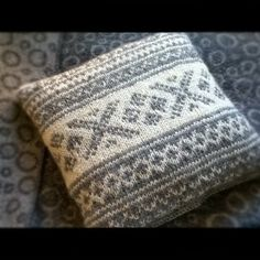 Knitted pillow case with traditional norwegian pattern - fair isle knittings Norwegian Knitting, Knit Pillow, Fair Isle Knitting, Tapestry Crochet, Knitting Accessories, Christmas Knitting, Knit Or Crochet, Knitted Blankets, Knitting Patterns