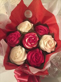 Red and white roses cupcake bouquet www.bakedblooms.com