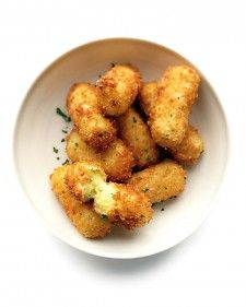 Crunchy croquettes, a great way to use up leftover mashed potatoes, flatter any meal.