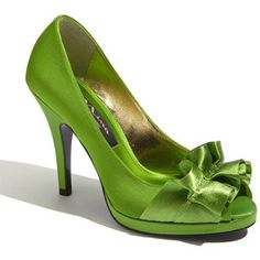 Green shoes - #shoeporn - that's what this is!  LOVE these!