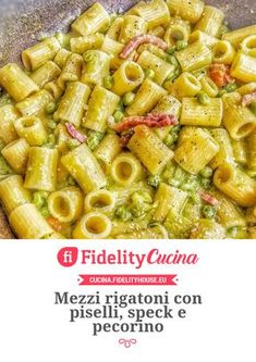 Pasta Mezzi rigatoni con piselli, speck e pecorino Pasta Recipes, Gourmet Recipes, Vegetarian Recipes, Cooking Recipes, Healthy Recipes, Seafood Recipes, Rigatoni, Italian Dishes, Italian Recipes
