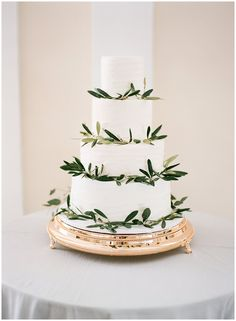 Wedding Food Simple white cake from Elise's Pieces at The Orlo, Planned by Bourbon and Blush Events Wedding Cake Decorations, Cool Wedding Cakes, Wedding Cake Designs, Wedding Cake Toppers, Wedding Cake Fresh Flowers, Wooden Cake Toppers, Brunch, Wedding Reception Food, Yosemite Wedding