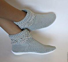 Crochet Boots Pattern, Crochet Boot Cuffs, Shoe Pattern, Love Crochet, Diy Crochet, Crochet Patterns, Crochet Sandals, Crochet Shorts, Crochet Slippers