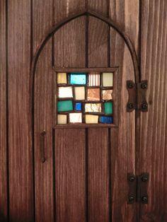 ステンドグラスの扉