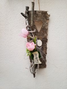 florists Beautiful mural decorations in collage style. The dcor consists of a birch bark with a cut-out heart combined with art blossoms, exotics, art greens and several other floristic mate Advent Wreath, Diy Wreath, Creative Walls, Creative Decor, Decor Crafts, Diy Crafts, Spring Door Wreaths, Diy Home Decor Easy, Boho Diy