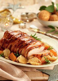 Lomo de cerdo con beicon al brandy - Fırın yemekleri - Las recetas más prácticas y fáciles Pork Recipes, Cooking Recipes, Healthy Recipes, Cooking Games, Pork Roulade, Meat Cooking Times, Xmas Food, My Favorite Food, Food And Drink