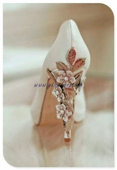 vintage wedding shoes...maybe I could make something like this? . This is my dream come true. #dreamcometrue