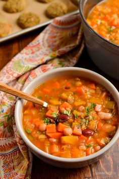 Syn Free Vegetable and Bean Stew - A perfect hearty filling dish to serve on a cold winter's day. An amazing dish to make for Meat Free Mondays, if you are Vegan or simply just Slimming World Vegetarian Recipes, Vegan Vegetarian, Slimming Recipes, Soup Recipes, Vegan Recipes, Free Recipes, Actifry Recipes, Recipies, Slimming Eats