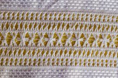 Vó Donazinha: bainha aberta Embroidery, Projects, Indian Embroidery, Towel, Handmade Crafts, Models, Loom Knitting, Hardanger, Embroidery Stitches