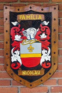 Brasão da família Nicolau entalhado em madeira Family Shield, Family Crest, Crests, Porsche Logo, Logos, Genealogy, Carved Wood Signs, Scores, Woody Woodpecker