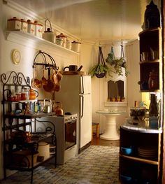 ha, and I thought this was an 1:1 interiorphoto got into a miniaturesboard, but it's miniature! The San Franciscan-kitchen - from inpayne.com