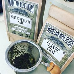 Organic teas from ❤️ I'm trying their chai and Mint Chocolate Teas today. They have great quality essential oils too. Homemade Deodorant, Homemade Shampoo, Homemade Facials, Salve Recipes, Soap Recipes, How To Make Shampoo, Shampoo Bar, Pet Shampoo, Lotion Recipe