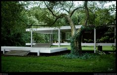 Absolutely  love this house by Ludwig Mies van der Rohe (Farnsworth House)