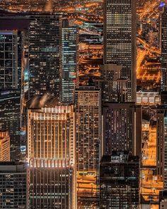 #Chicago #Night | by Mister Joe. Pinned by #CarltonInnMidway - www.carltoninnmidway.com