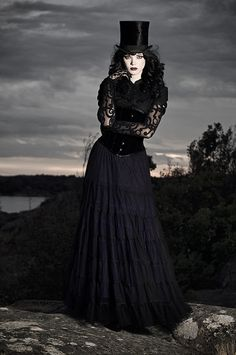 corset focal point, lace sleeves, flowing skirt - perfect combo - most of all I adore the tophat!!