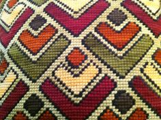 Claudia Medinaceli Bordados Agujas que pintan. Cross Stitch Geometric, Cross Stitch Patterns, Backpack Pattern, Hardanger Embroidery, Stitch 2, Bargello, Cushion Covers, Cross Stitching, Blanket