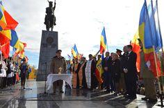 GARNIZOANA PLOIEŞTI A SĂRBĂTORIT ZIUA NAŢIONALĂ A ROMÂNIEI • La evenimentele organizate la monumentul domnitorului Mihai Viteazul, din Ploieşti, cu ocazia Zilei Naţionale a României, au participat câteva mii de ploieşteni. Cei 97 de ani de la Marea Unire au fost marcaţi într-un mod fastuos cu momente omagiale, ceremonii, discursuri, dar şi cu o paradă militară şi o defilare de tehnică militară. Competition, Military, Image, Journals, Pictures, Military Man, Army