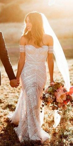 sheath-off-the-shoulder-sweetheart-lace-boho-wedding-dresses-rue-de-seine-250x500.jpg (250×500)