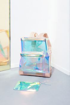 Rugtas Iridiserend - Studio Sabine Marcelis x Eastpak Limited Edition // iridescent backpack Fashion Mode, Fashion Bags, Style Fashion, Fashion Design, My Bags, Purses And Bags, Backpack Bags, Backpack Storage, Rucksack Bag