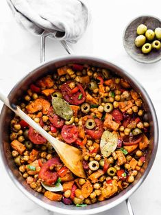 Cuban Sweet Potato Picadillo Bowls (Vegan, Grain Free, Gluten Free) sub a bit of capers for olives One Pot Vegetarian, Vegetarian Dinners, Vegetarian Recipes, Whole30 Recipes, Healthy Dinners, Healthy Foods, Cuban Recipes, Dinner Recipes, Picadillo Recipe