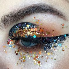 ✨ @stella.s.makeup ✨ using : @glitternisti / @maccosmetics / @ardell_lashes / @anastasiabeverlyhills / @katvondbeauty / @makeupgeekcosmetics
