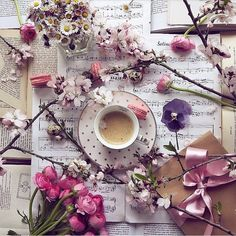 If you 're never been thrilled to the very edges of your soul by a flower in Spring bloom ,maybe your soul has never been in bloom 🌸🌸🌸🌸 Audra Foveo .my faw Spring blooms . Flat Lay Photography, Coffee Photography, Vintage Photography, Coffee Is Life, I Love Coffee, Foto Still, Paris Art, Coffee And Books, Coffee Reading