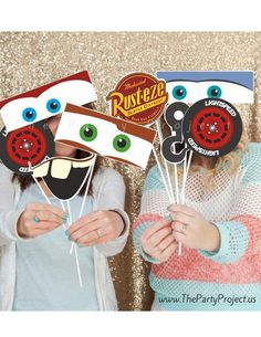 Cars PRINTABLE photo props! ---  Capture the happy memories of your Cars birthday party or baby shower with our exclusive Cars Photo Booth Props and make the little ones feel like they are at the race tracks! /// Imprimibles fiesta Cars.