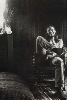 Just David Gilmour sitting there like the living legend he is now ♥